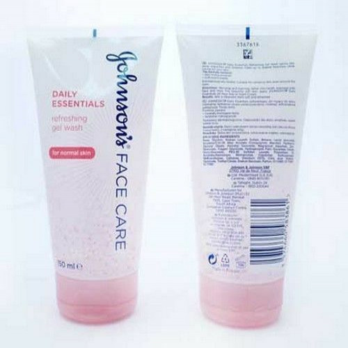 Johnson's Face Care Daily Essentials Gentle Exfoliating Wash